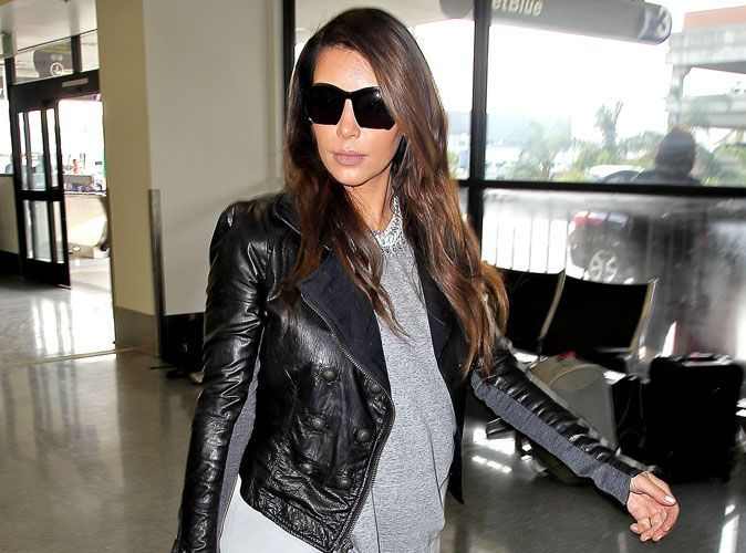 photos kim kardashian fatigu e de prendre l avion tout le temps. Black Bedroom Furniture Sets. Home Design Ideas