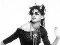 Photos : Willow Smith : elle est le nouveau soleil des lunettes Chanel !