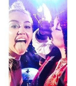 Miley Cyrus : numéro de twerk avec Lily Allen pour son passage sur ses terres natales de Nashville !