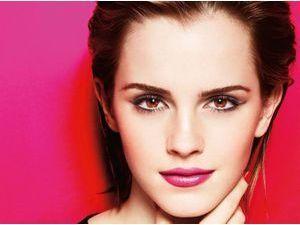 Beauté de stars : Emma Watson : osez le rose comme la pink lady !