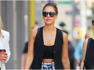 Jessica Alba : back to the eighties !