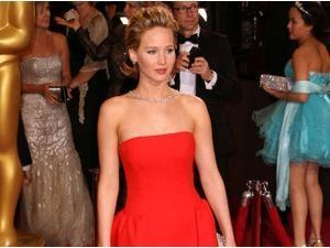 Mode : Jennifer Lawrence chute en Dior... Encore !