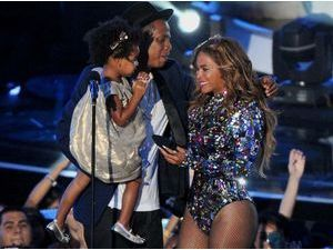 Beyoncé : la petite Ivy Blue portait une robe à 350$ lors des MTV Video Music Awards !