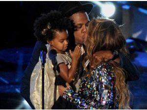 Beyoncé : séquence émotion sur la scène des VMA avec Jay Z et Blue Ivy !