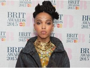 Photos : FKA Twigs : nouveau look improbable aux nominations des Brit Awards 2015 !