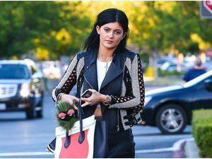 Photos : Kylie Jenner : exit les cheveux courts, place aux extensions !