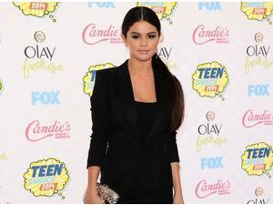 Selena Gomez : ravissante en noir aux Teen Choice Awards 2014 !