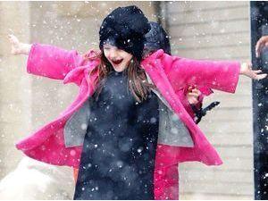Photos : Suri Cruise : le retour de la neige à New-York, elle adore ça !