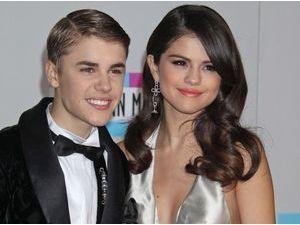 """Selena Gomez : avec Justin Bieber """"c'était étrange mais incroyable"""" !"""