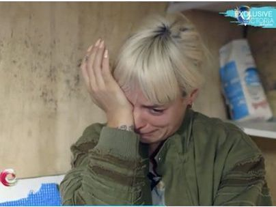 Lily Allen en larme lors de la visite de la jungle de Calais